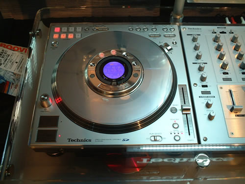 new-technics-zoom-in-dec